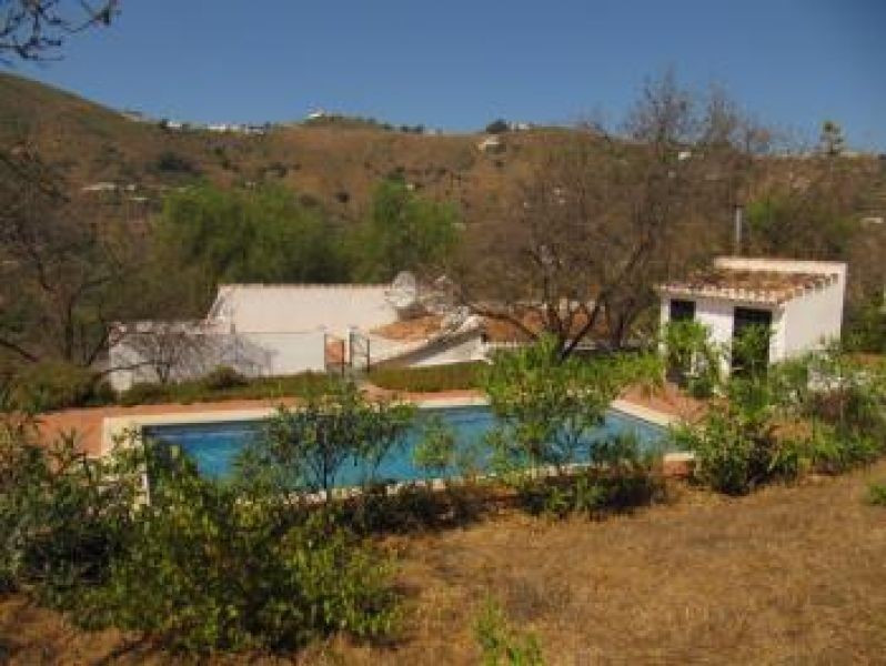 The villa is in excellent condition and boasts a host of features including wood beamed ceilings, oi,Spain