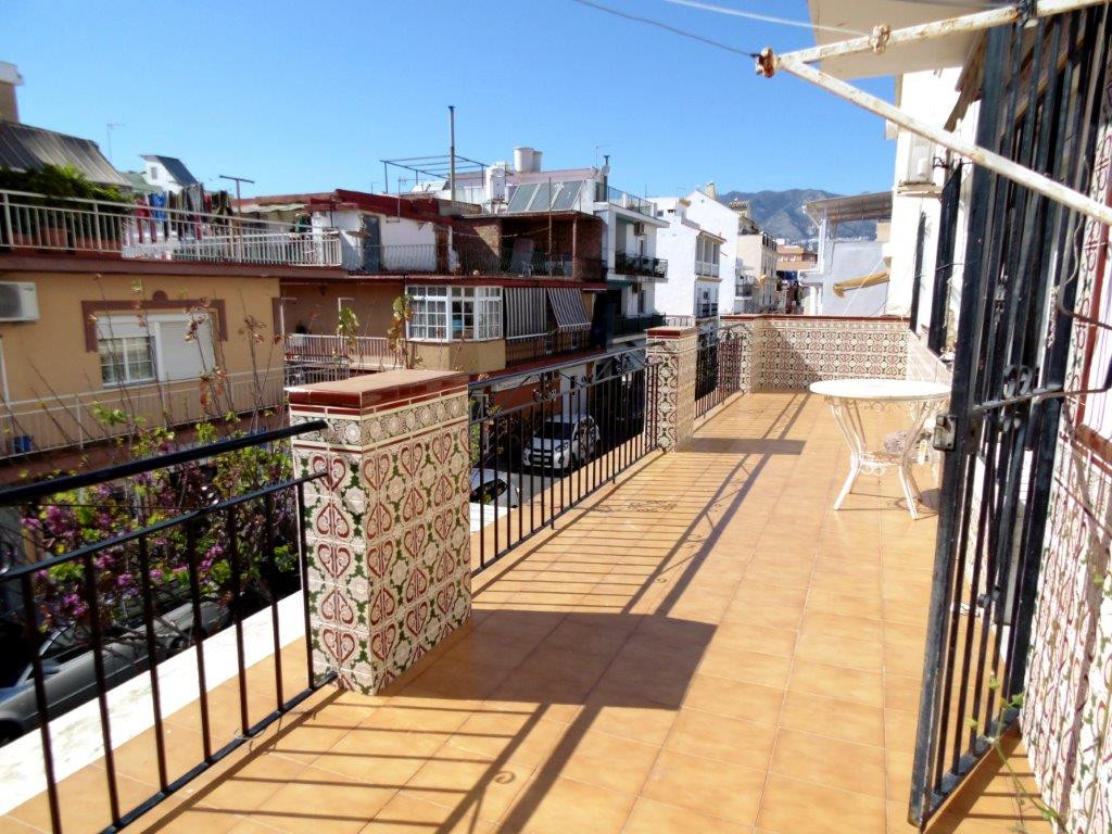 Interesting project of renovation in Fuengirola. Apartment for sale in town with 3 bedroom, 1 bathro,Spain