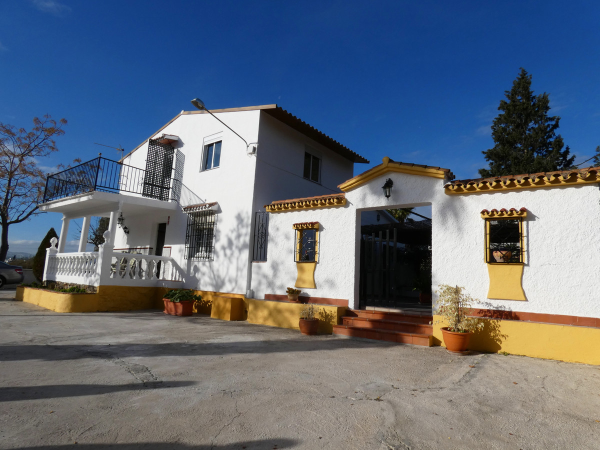 Beautiful and private Country house in Alhaurin el Grande. The property has fantastic views to the S,Spain