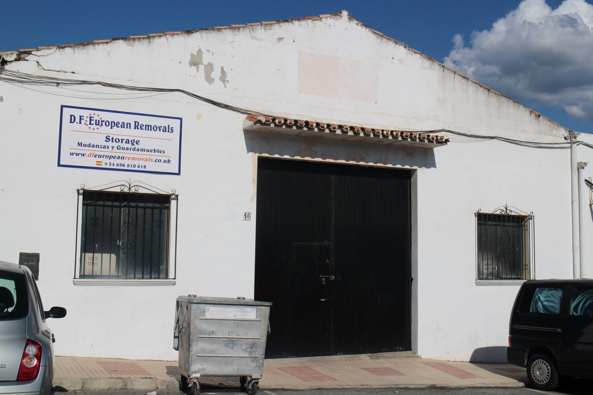 Great opportunity to purchase a comercial unit  on the popular  Estepona industrial estate where man, Spain