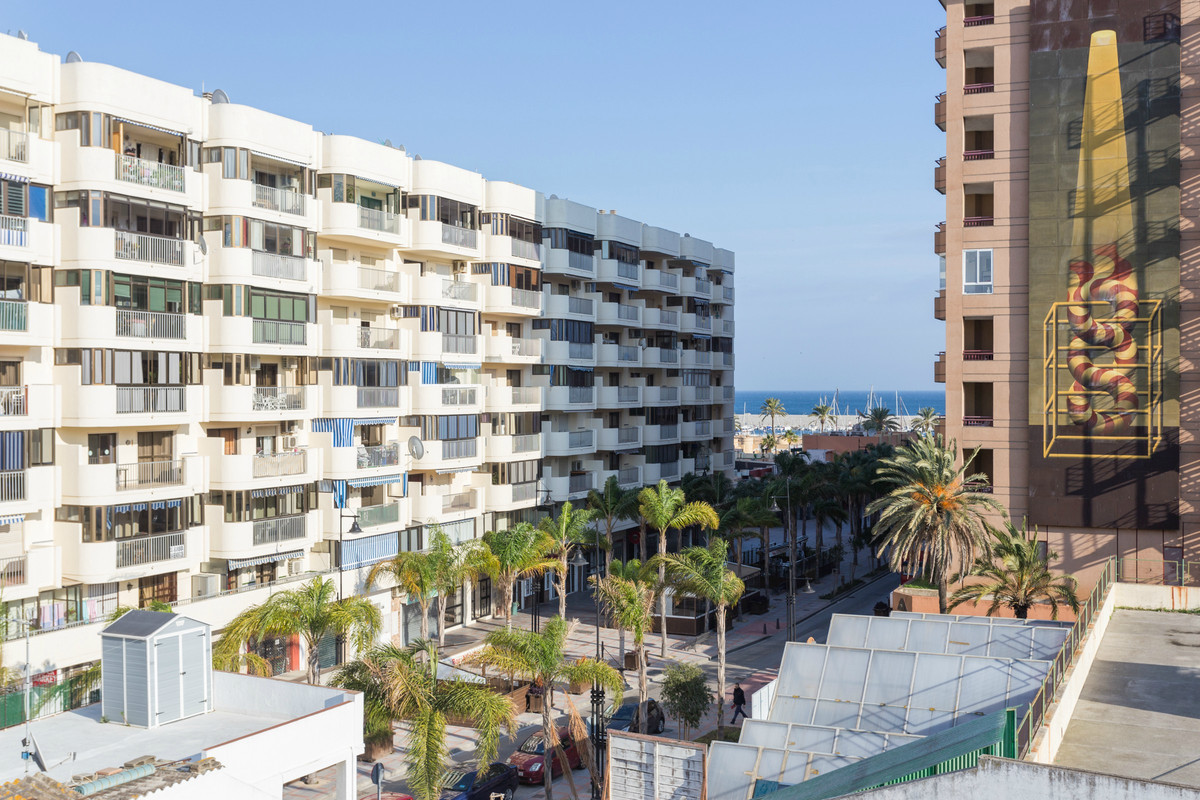 Great opportunity of a 2 bed apartment in the centre of Fuengirola. The apartment is located 2 minut, Spain