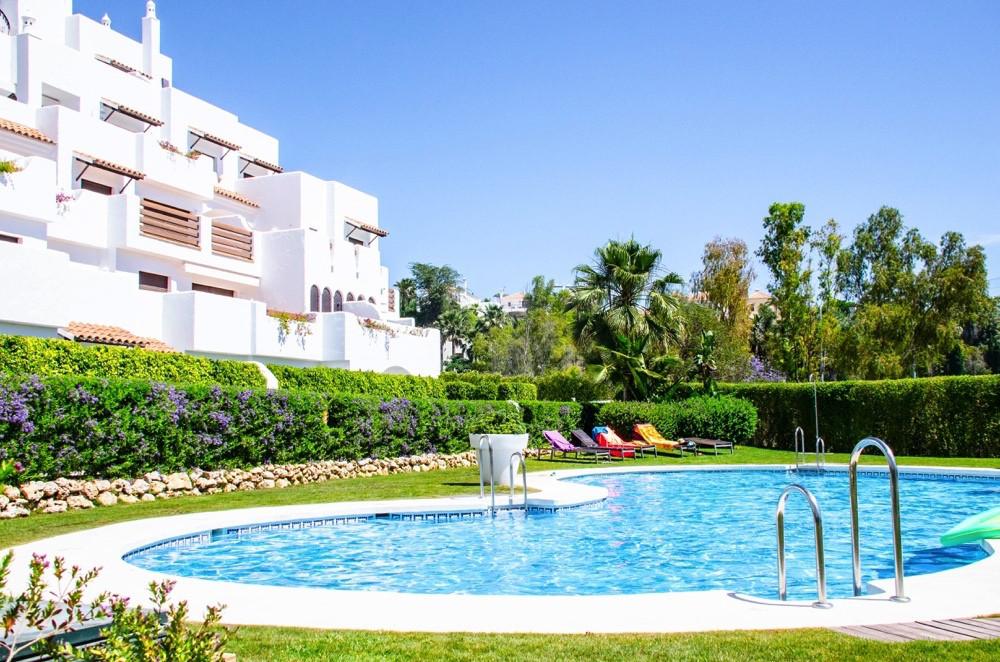 Penthouse, Estepona, Costa del Sol. 3 Bedrooms, 2 Bathrooms, Built 132 m², Terrace 67 m².  Setting :,Spain