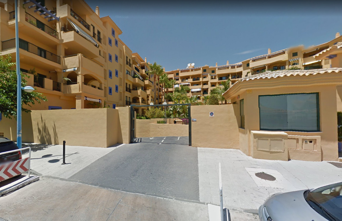 Very nice garage space, recently renovated parking. Enough space for 1 car and extra things, such as,Spain