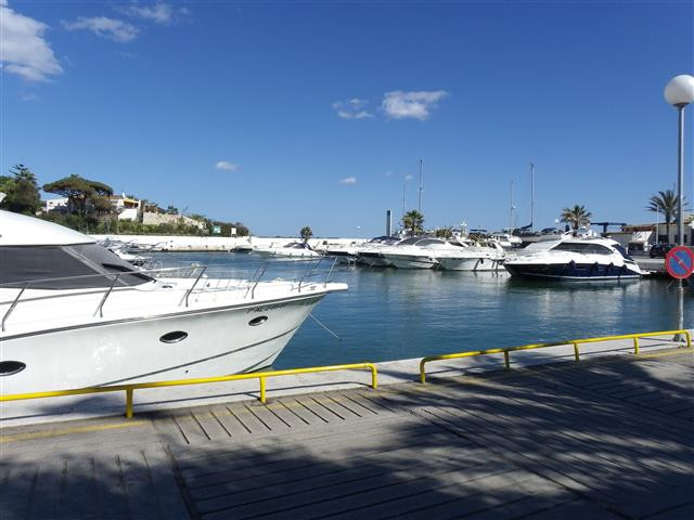 A very established restaurtant for sale in Cabopino Port with an ongoing lifetime lease. Existing tr,Spain