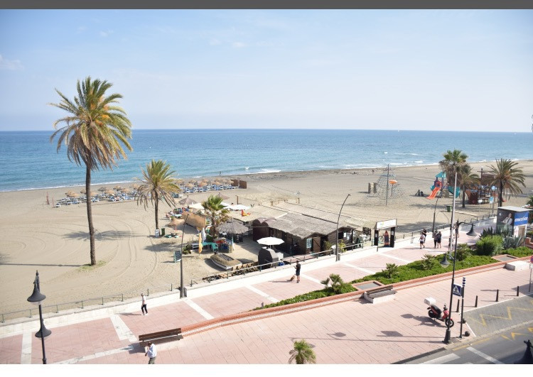 , Estepona, Costa del Sol. 2 Bedrooms, 1 Bathroom, Built 90 m².  Setting : Beachfront, Commercial Ar, Spain