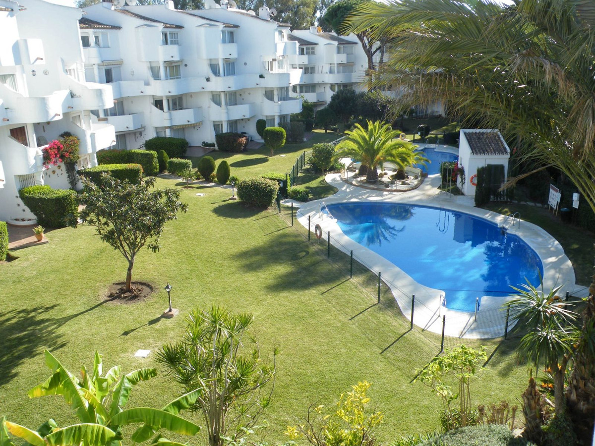 Exuding charm, this bright and airy Duplex apartment is located in lower Calahonda and easy walking ,Spain