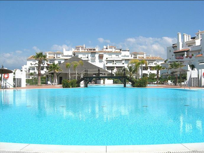 Stunning 2 bedroom apartment in a beautiful complex, situated on the beachfront of San Pedro de Alca, Spain