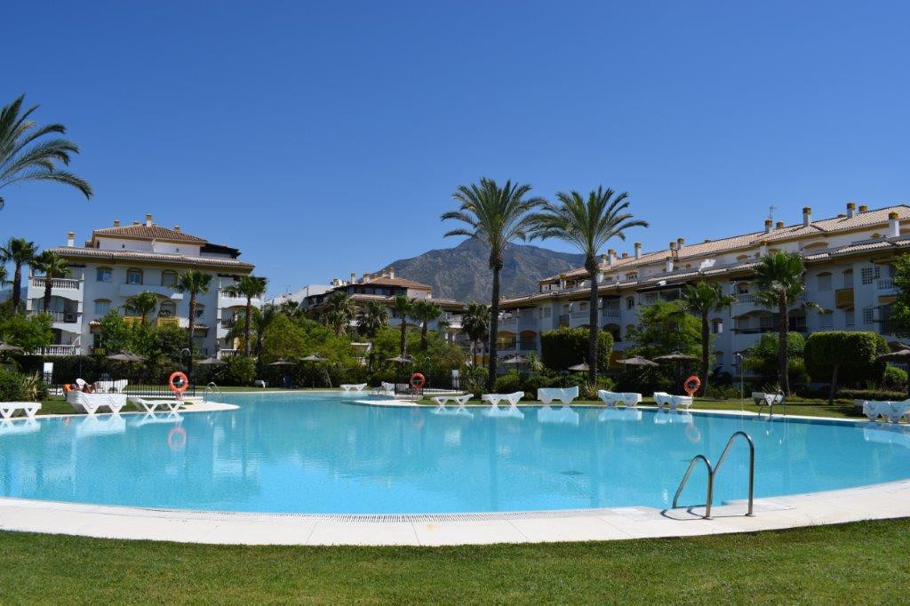 Apartment in corner of 3 bedrooms and 2 bathrooms in closed complex located a few minutes from the b,Spain