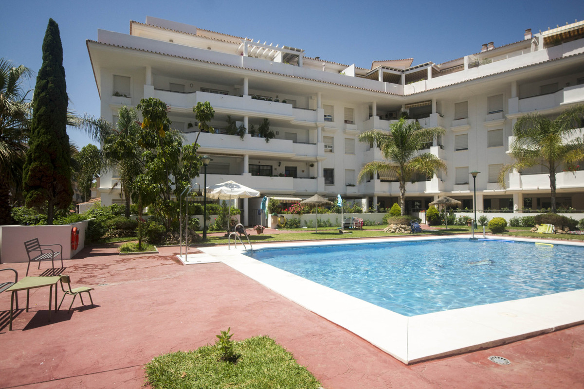 Great little Carihuela property. This one bedroom luxury delight is beautifully proportioned and off,Spain