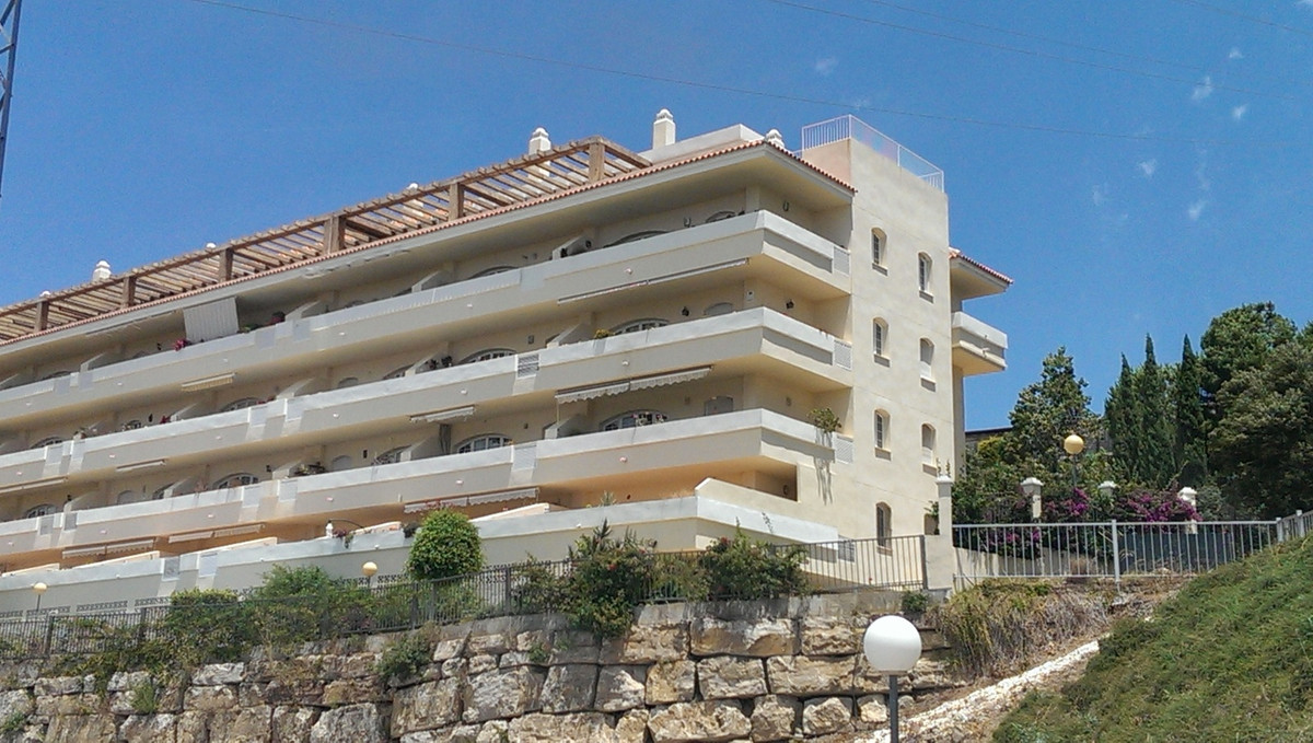 A beautiful first floor apartment with open sea and golf views, close to the commercial area of Rivi,Spain