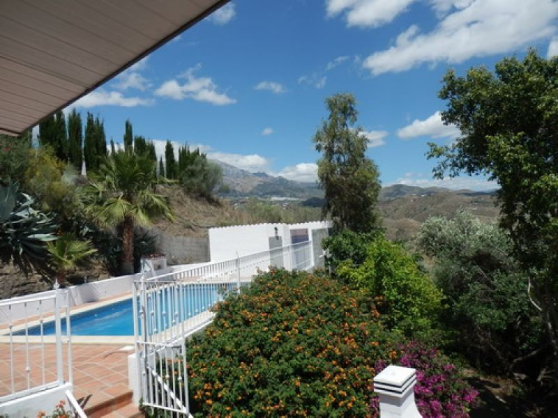 Nice Villa with spectacular mountain, living room with log fire, A/C, fitted kitchen, SAT-TV, variou,Spain