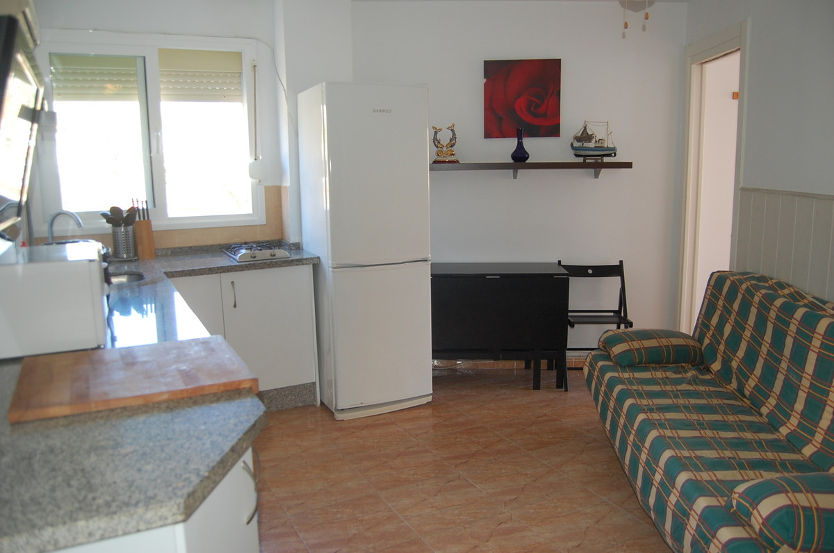This fully refurbished apartment is really close to Puerto Marina and the beach but if you prefer be,Spain