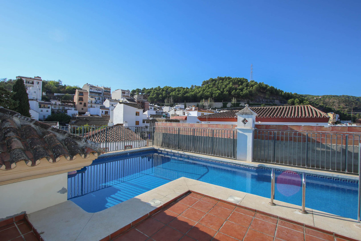 This apartment is ideally placed for easy access to the Pueblo of Monda and to Marbella which is jus, Spain