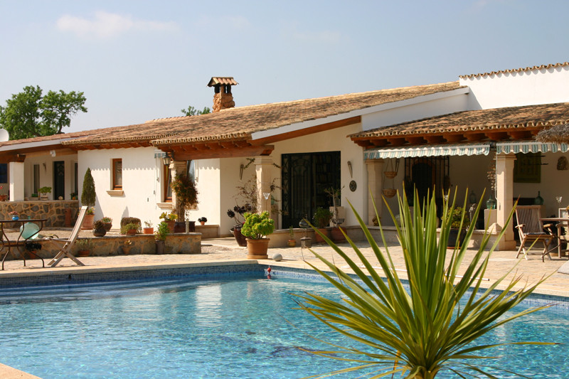 Wonderful, spacious chalet, 2 km from Llucmajor  Good state of repair with tennis court, garden with, Spain