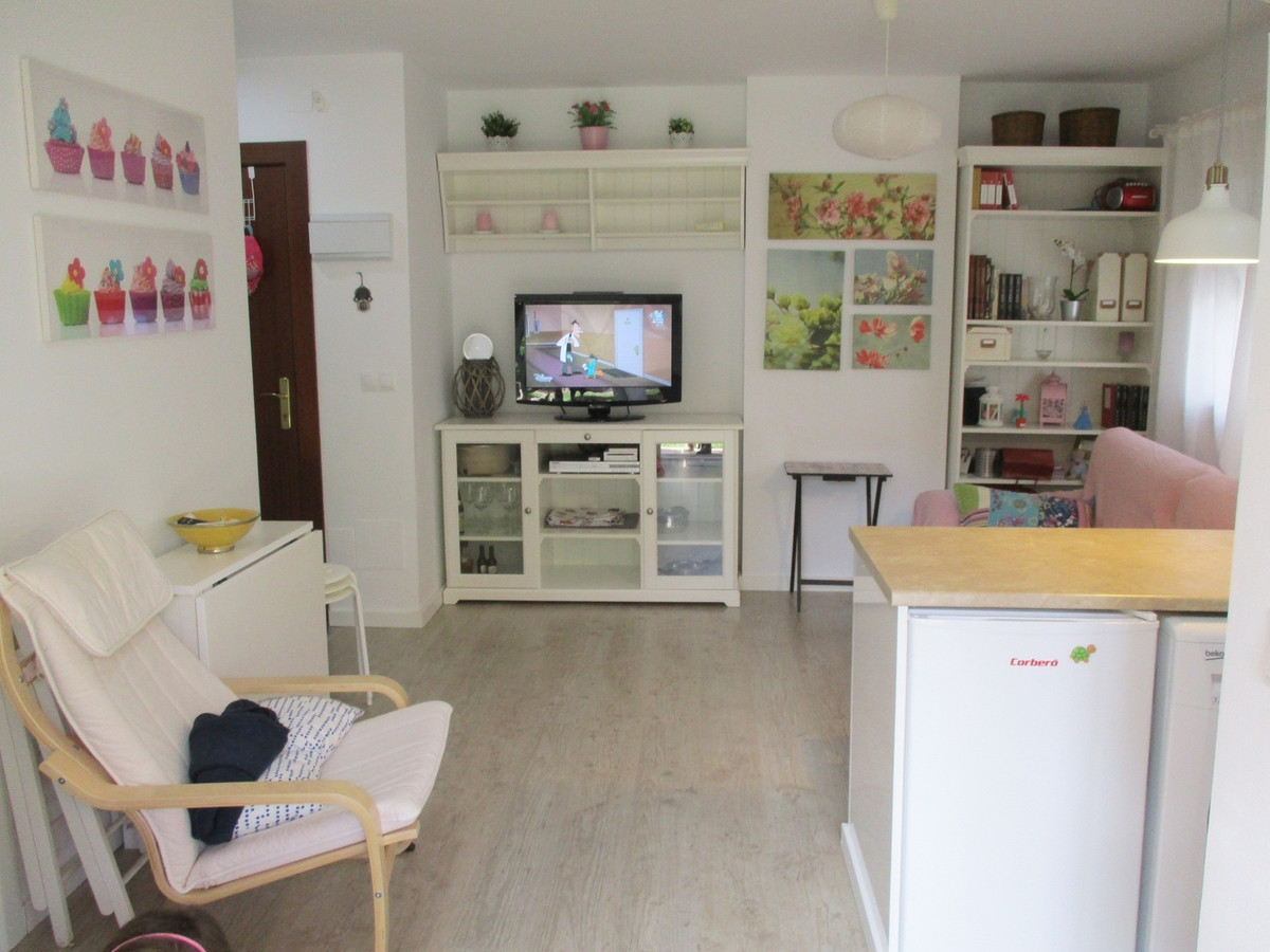 Apartment completely renovated 100 meters from the beach. It consists of living room with access to , Spain