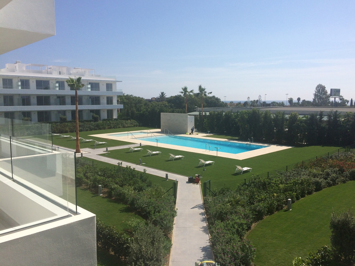 Apartment for sale in Bel Air, Estepona, with 3 bedrooms, 2 bathrooms, the property was built in 201,Spain