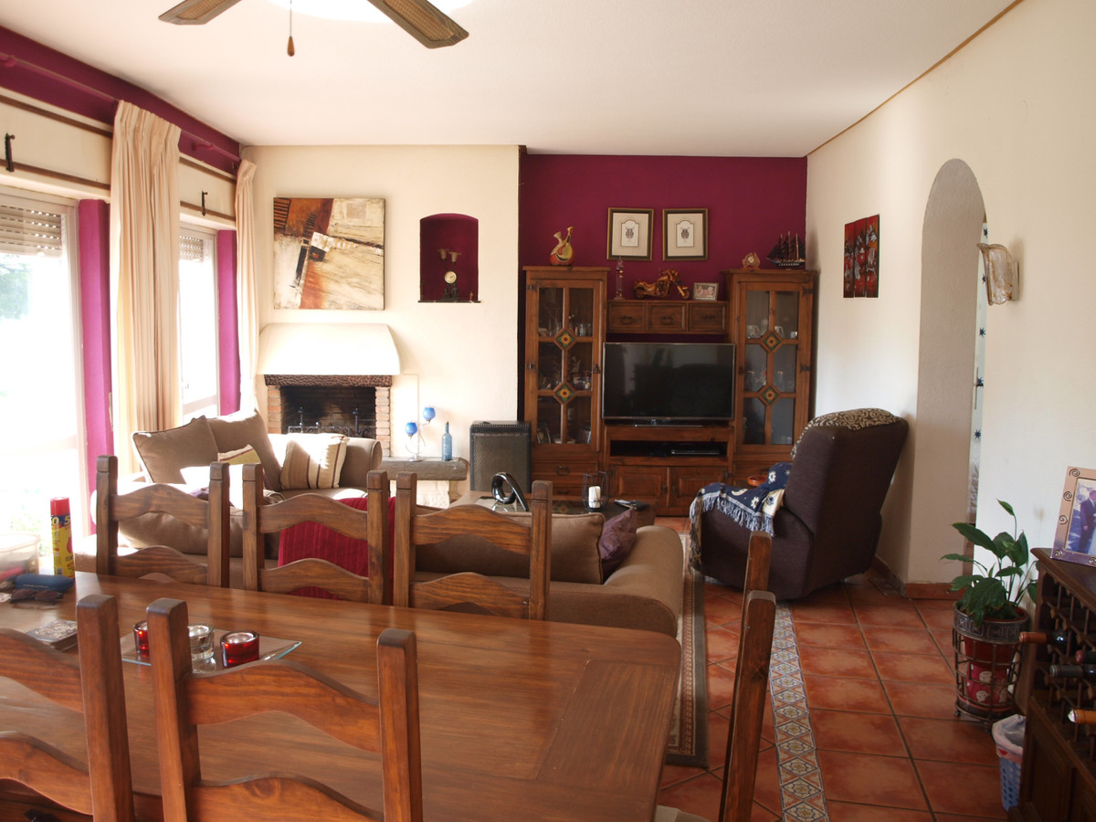 4 bed, 1.5 bath townhouse with very large communal pool in Torreblanca. Property is on 2 levels and Spain