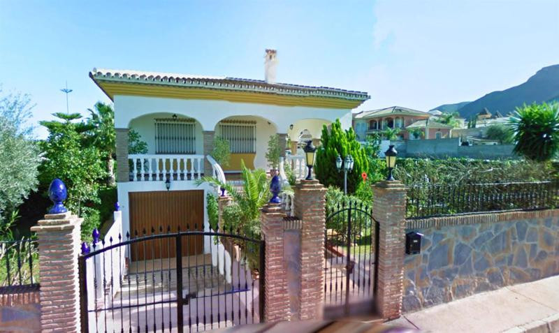 Beautifully presented villa in popular urbanization of Alhaurin el Grande, only a 2-minute drive int, Spain