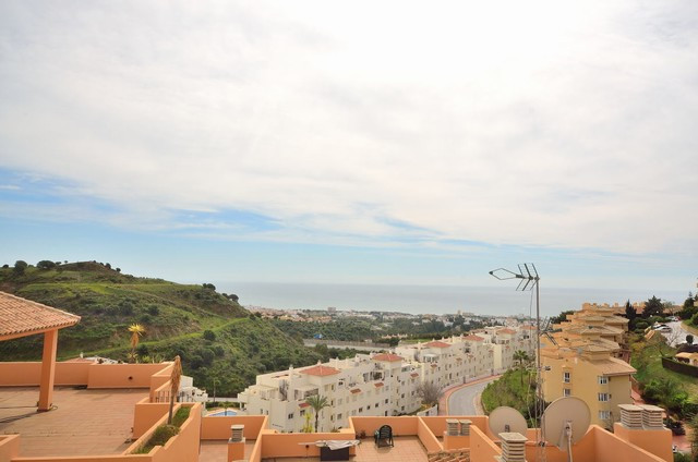 This beautiful apartment in upper Calahonda, decorated in Scandivian style, offers a stunning view o,Spain