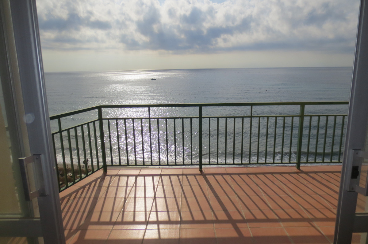 Middle Floor Apartment, Carvajal, Costa del Sol. 2 Bedrooms, 2 Bathrooms, Built 72 m², Terrace 17 m², Spain