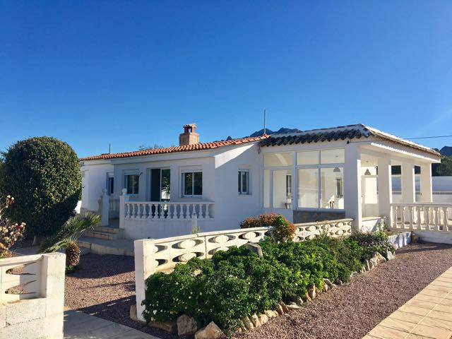 Beautifully renovated villa with guest house, 5 bedrooms in total, all on one foor and on flat plot ,Spain