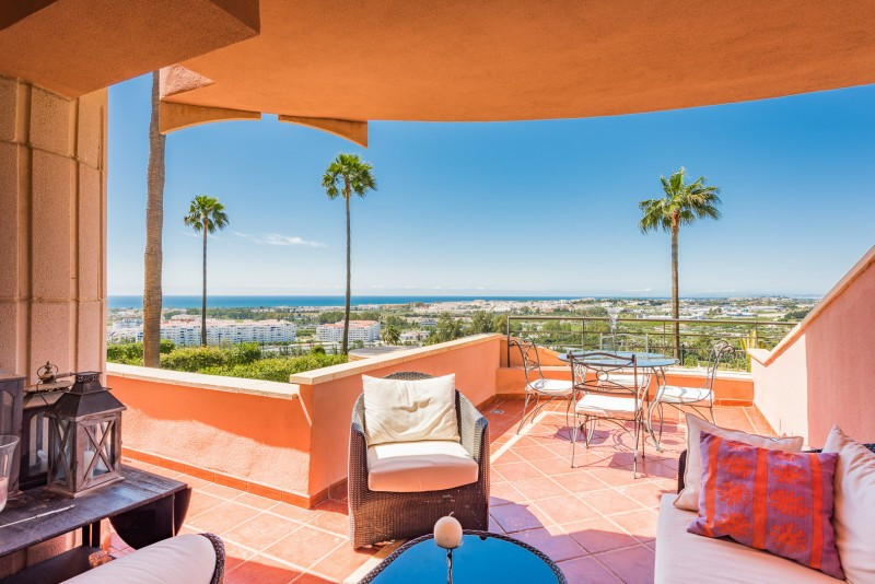 Apartment for sale in Magna Marbella, Nueva Andalucia, with 2 bedrooms, 2 bathrooms, the property wa,Spain