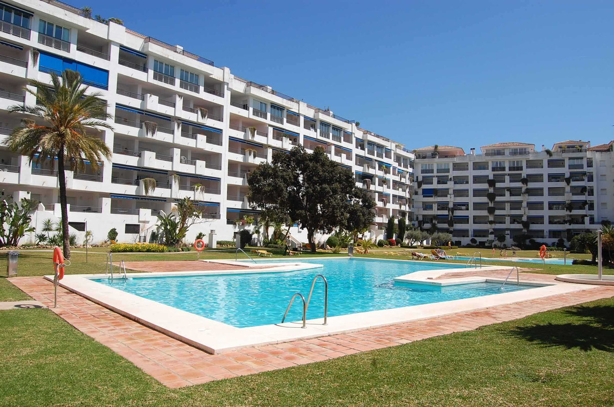 This superb apartment is located in a beautiful residential complex in the heart of Puerto Banus, of,Spain