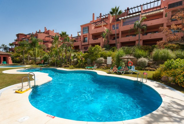 Fabulous 3 bedroom penthouse located in a secure and private urbanization with golf course, several , Spain