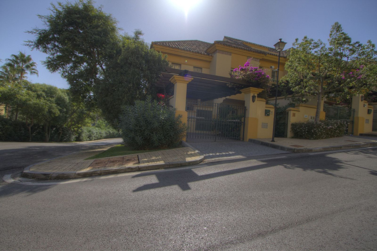 TOWNHOUSE FOR SALE IN RIO REAL  Spacious 3 Bedroom 2 Bathroom corner unit Townhouse for sale located,Spain