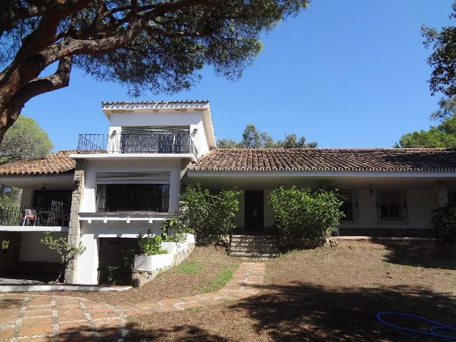 Large, very well situated plot in Elviria between the A7 road and beach including an old villa in ne, Spain