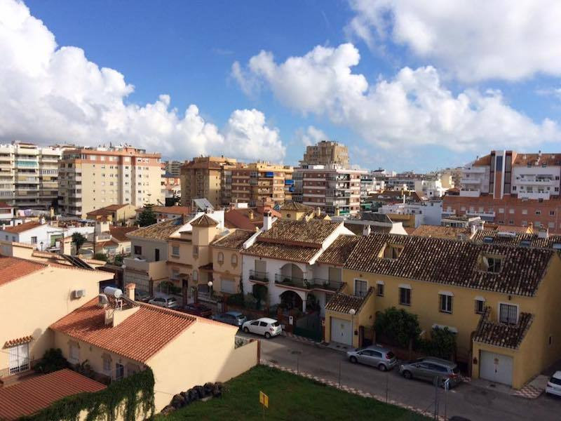 A good size 3 bed 2 bath flat for sale in Los Boliches. Located very close to the train station and ,Spain