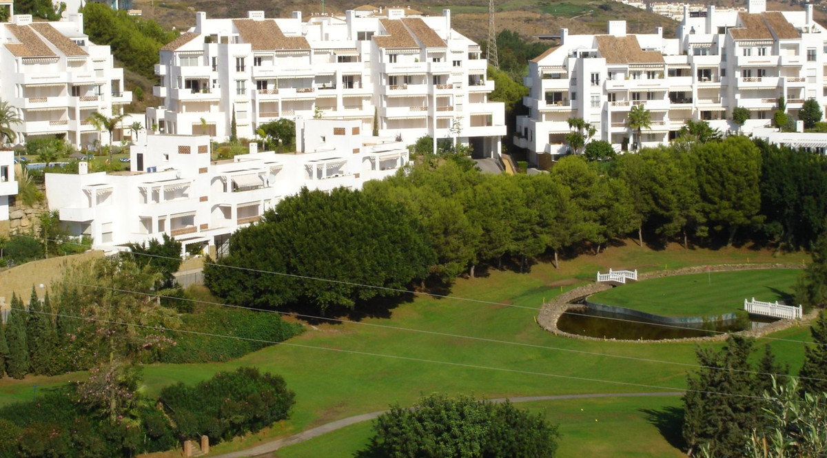 Great opportunity to live surrounded by golf course . In the lower part of Riviera del Sol , It is w, Spain