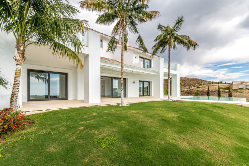 For lovers of contemporary design with exquisite views as far as the eye can see. This luxury reside,Spain