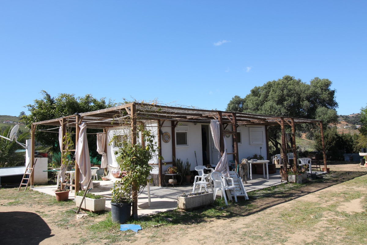 Excellent opportunity to acquire a business with a permit to build a house. All documents are legali, Spain
