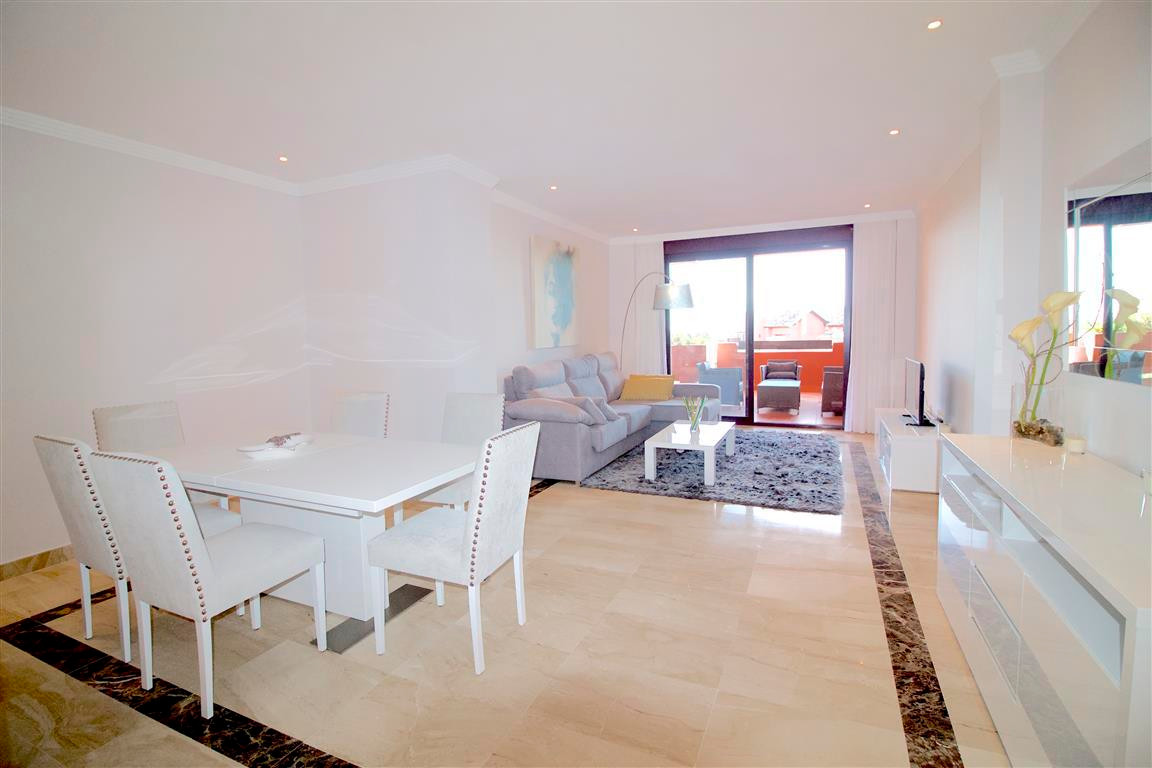 Beautiful south facing apartment, located in the New Golden Mile.  Offers 3 bedroom and 2 bathroom, ,Spain