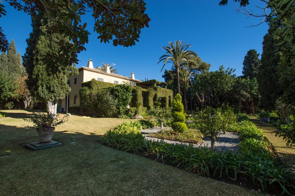 Stunning  villa with great charm and style in Sierra Blanca,  sea  and  mountains views.  South faci,Spain
