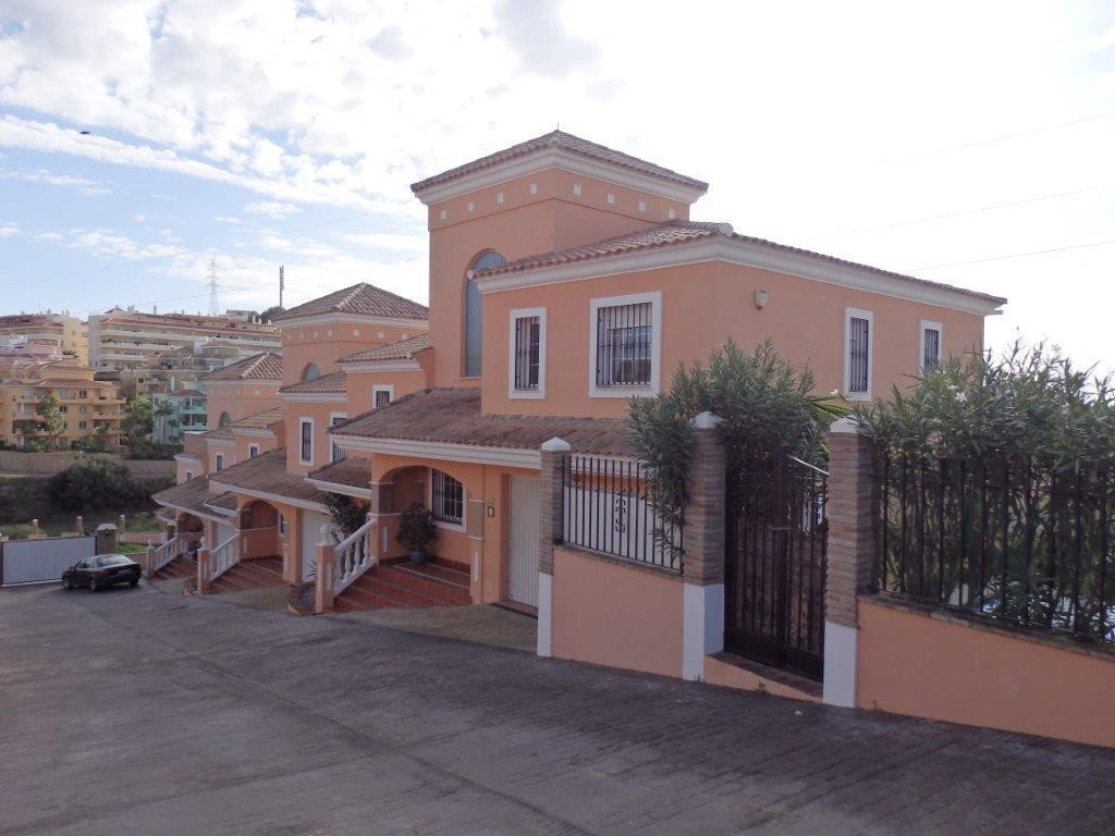SPACIOUS SEMI-DETACHED VILLA WITH SEAVIEWS AND PRIVATE POOL  Very spacious house of more than 200m2 ,Spain