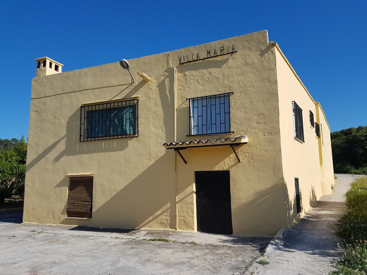 Country house of 106m2 on a plot of 7048m2 with kakis. 3 bedrooms, bathroom with shower, kitchen, di,Spain