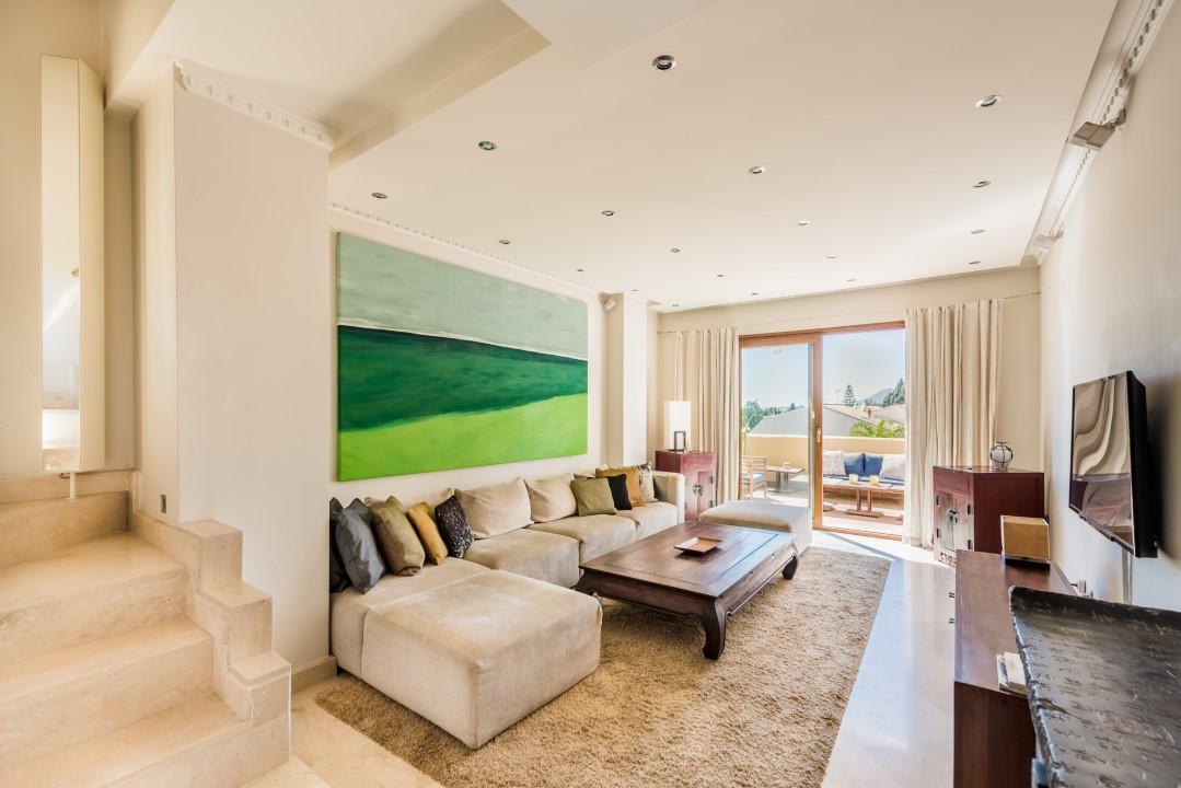 Wonderful duplex penthouse for sale in Single Home, a nice and quite complex in the heart of the Mar,Spain