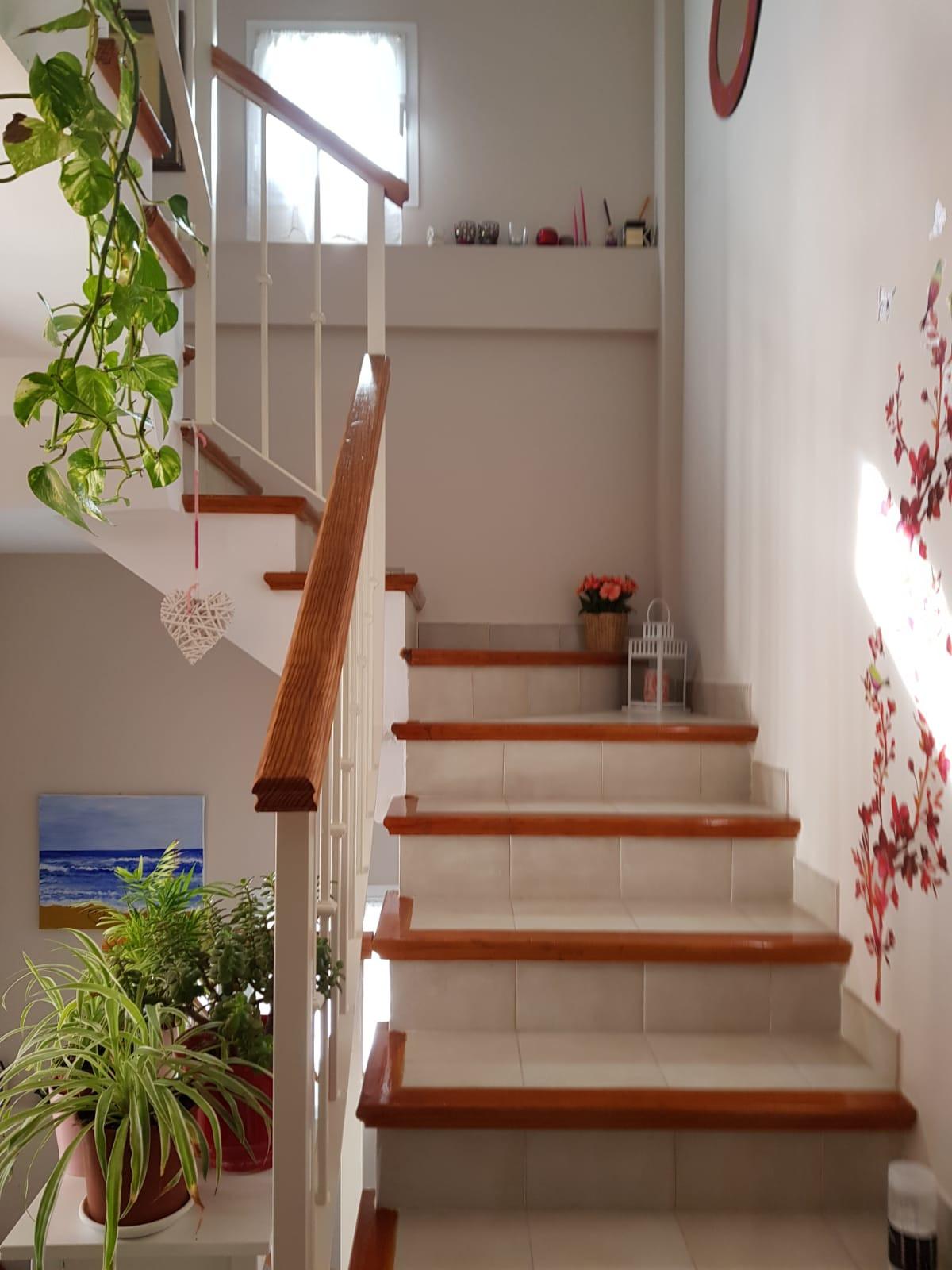 Cozy terraced house with 3 bedrooms, 2 bathrooms (1 en suite) 1 toilet, living room, kitchen, very c,Spain