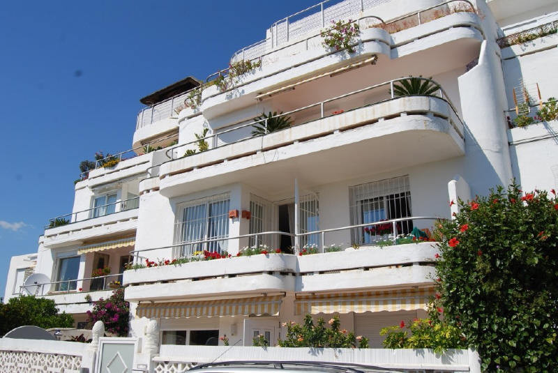 Nice and ample apartment situated in one of the  emblematic buildings of Guadalmina, walking distanc, Spain