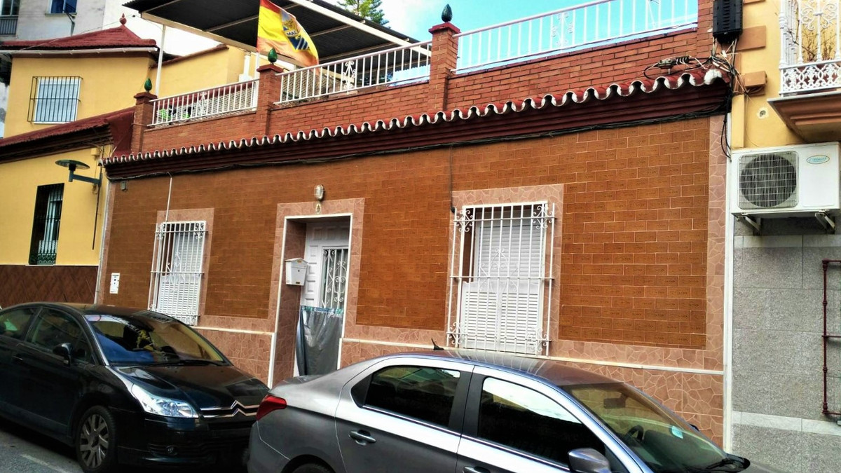 Great house in the city center. It is located in a quiet area but at the same time close to everythi, Spain