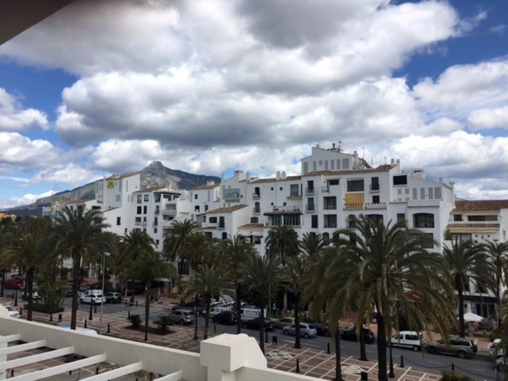 This apartment is in the prestigous Playa del Duque development in Puerto Banus.  Situated in Bloque,Spain