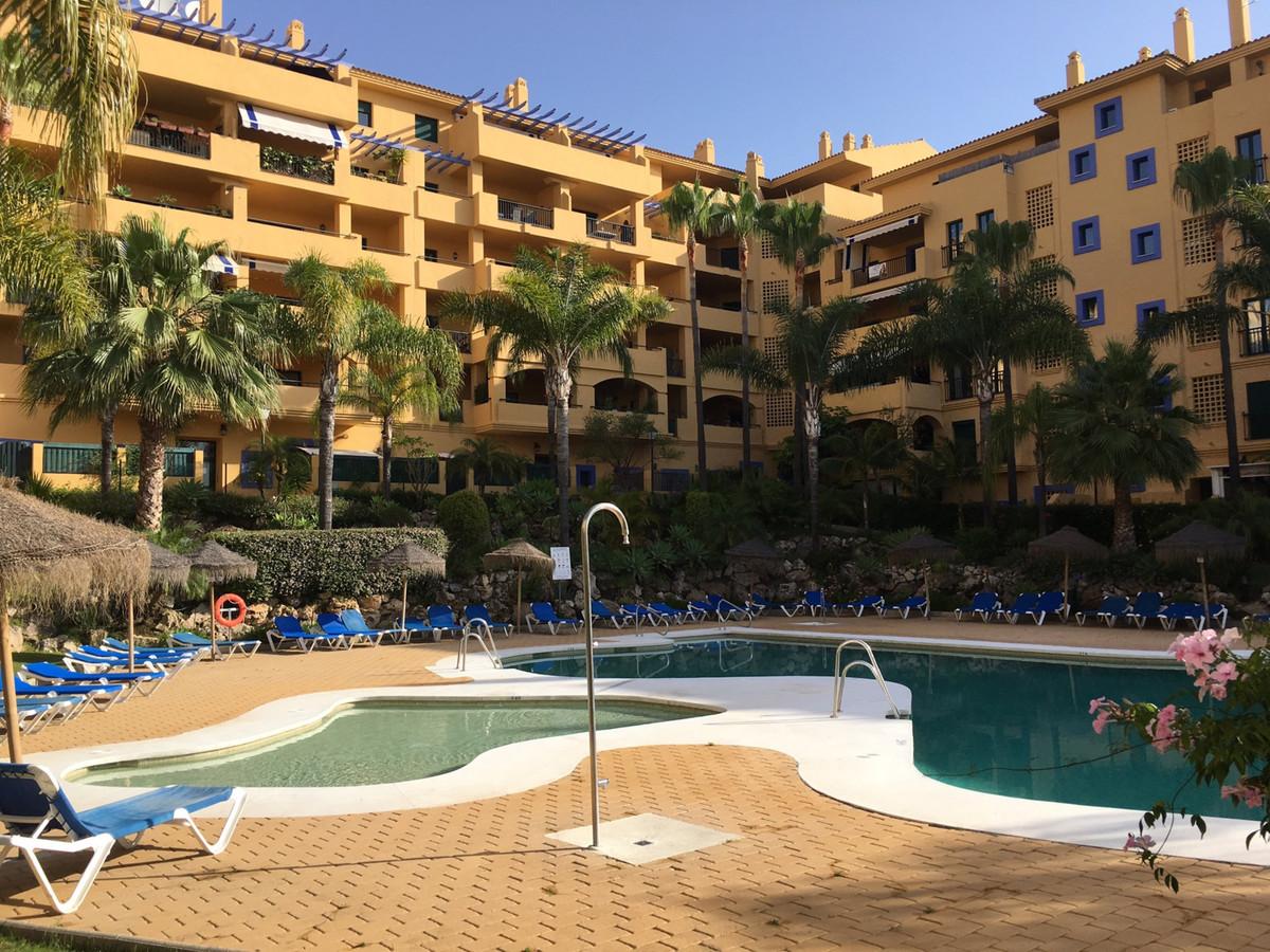 Middle Floor Apartment, San Pedro de Alcantara, Costa del Sol. 2 Bedrooms, 2 Bathrooms, Built 104 m²,Spain