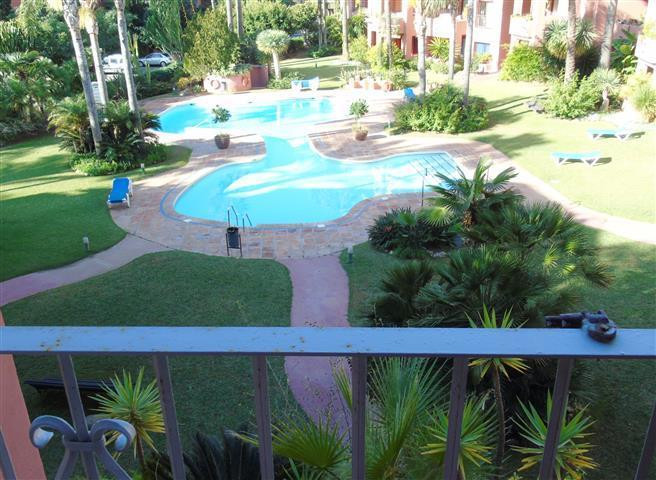 Magnificent apartment in Alicate Playa, 5 minutes by car from Marbella center and less than 50 meter,Spain