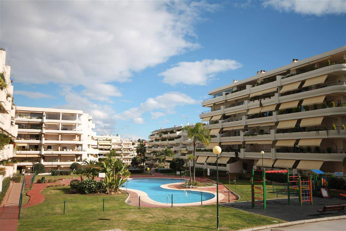 A fantastic penthouse, part of a sought after frontline golf urbanisation boasting seven swimming po,Spain
