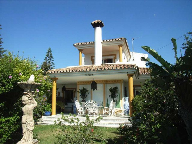 A delightful, 3 bedroom villa in a lovely area, only 100 metres from the sea. This charming home is , Spain