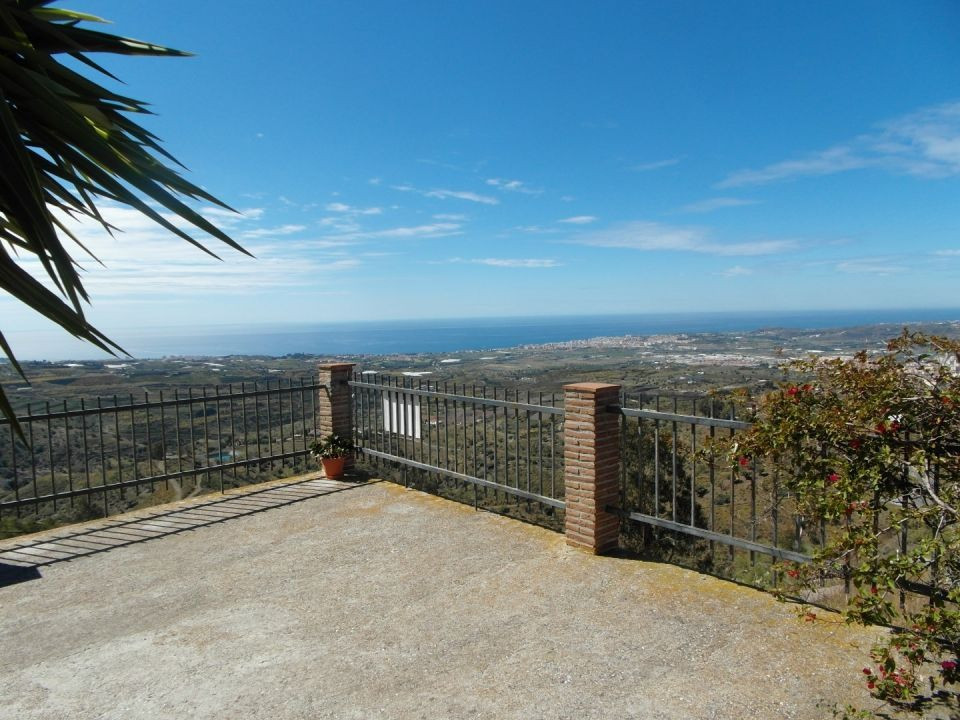 Beautiful land with two houses in the mountains of Velez / Arenas. Spectacular sea views. A House co, Spain