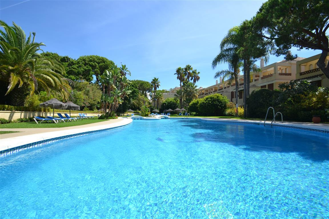 This is a sensational beach-side duplex located a few steps away from the famous beaches of Elviria ,Spain