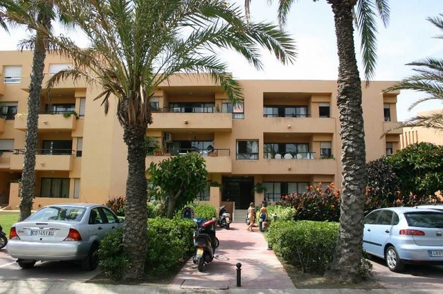 Apartment,  First Line Beach,  Furnished,  Fitted Kitchen,  Parking: Garage,  Garden: Community,  Fa, Spain